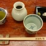 60173962 - お茶&つゆ&薬味&箸