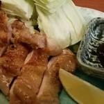 60177531 - 越の鶏「モモ肉」天然藻塩炙り焼き キャベツ添え 2016.12