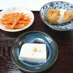 60178376 - 蕎麦豆腐、蕎麦稲荷、いか人参。