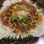 多幸八寿司 - 牛肉たたきにんにくチップのせ