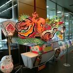 60178903 - 新青森駅。金魚ねぶたの小学生の文字かわいい。