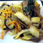 ユーフォニー - お惣菜その1、ミックス野菜のソテー、牛バラと厚揚げの煮込み、白菜ときのこの煮込みです