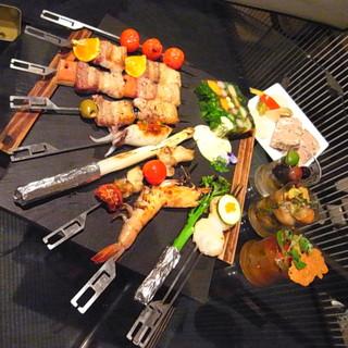 炉バルLO - 新鮮な食材から作られた炉端焼きの数々
