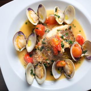 築地直送の新鮮な魚を使った料理が味わえます。