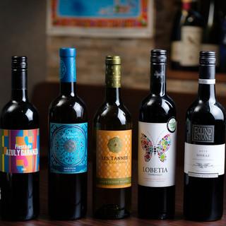 イタリアワインを中心に常時20種類以上取り揃えております。