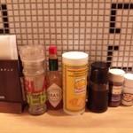 名古屋食堂 コーリーズ - テーブルの調味料