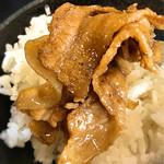 肉玉そば おとど - お肉はご飯で頂きます。 これが日本一ご飯がススム理由かと