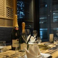 デートや記念日に◎な夜景を眺めながら食事が出来る半個室