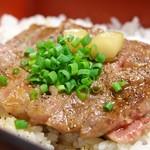 江戸庄 - 村上牛ステーキ丼 アップ