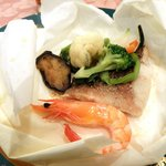 Yoropiandainingubakkasunoheso - 新鮮魚介の包み焼き(メインデッュ)