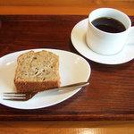 GAIA 食堂 - ラムバナナケーキ(350円)+穀物珈琲(200円)