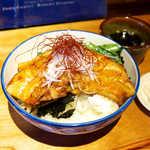 古民家カフェ蓮月 - 料理写真:やや醤油強めの照焼ソースが、脂の甘みを引き立てる