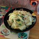 中華料理 正龍 - かた焼きそば(650円)。フーフーしながら・・パクッといきました。ん~良い味ぃ~。あんかけに旨みとコクがありますね。揚げ麺はやや太めで、噛みごたえがあり、好みのタイプ。カラシを付けながらいただくのが良