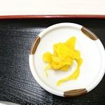とん亭ラーメン - 漬物:ミニ焼肉丼セット