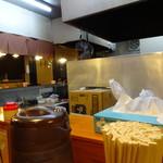 麺屋ラ賊 - 店内。