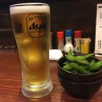 グリルスティックバッチ - 生ビール、お通し(枝豆)