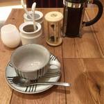 両国橋茶房 - 紀州備長炭炭焼コーヒー(蒸らし中)