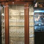 ヴェール パール ナオミ オオガキ - なんて立派なグラス棚〜♬