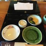 天ぷら 佐久間 - お皿セットされます