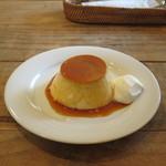 ピーシーエイチ コーヒー - ストウブ鍋で蒸した昭和プリン