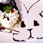 うさぎカフェ - チョコソースで描かれた可愛いうさぎちゃん。