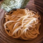 びし屋 - つけ麺の麺、こちらストレートで太麺