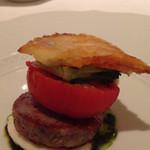 カノビアーノ - 自家製コテキーノとフルーツトマトの温製カプレーゼ