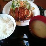 あきん - チーズ包みのメンチカツランチ 税込500円(食べログワンコインランチ価格)