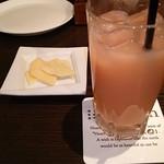 60204138 - グァバジュースとチーズ