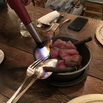 organ - 2016.12.9北海道産 蝦夷鹿のロースト 鹿肉のクロメスキ添え:テーブルで桜の枝を燻してくれます
