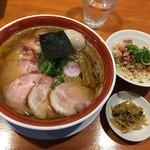 きく屋 - チャーシューメン:大盛り+煮卵+肉ご飯