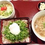 ぶたかば焼専門店 かばくろ - ネギ温玉ぶたかば重+ミニカレーたんたん麺・サラダセット(肉一枚のせ):1,210円