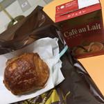 ビゴの店 ドゥースフランス - ショコラデニッシュとカフェオレ(^∇^)