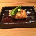 ながずみ - 雲丹と芋酢を湯葉で包んで薄い天ぷら衣をつけて揚げて、山葵、四角豆