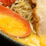 元祖辛味噌ラーメン 海老秀 - スープ