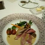 メゾン タテル ヨシノ - ブレス産鳩のヴェッシー包み 鳩の肉汁とトリュフのクリームソース