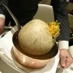 メゾン タテル ヨシノ - ブレス産鳩のヴェッシー包み 膀胱がパンパン!