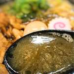 肉玉そば おとど - 炙った肉の香りが移ったスープ
