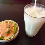 タージマハール - ランチのサラダ  ラッシー