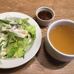 神田の肉バル RUMP CAP - サラダ、スープ、ステーキソース