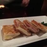 Wine Bar&Dining ペトロス - スパムとチーズのホットサンド