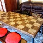 鐵馬厩 - こんなテーブルも。