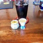 鐵馬厩 - 400円の水出しアイス珈琲はセットなら+200人(税別)。程良い苦味、コク、後切れの良さ。美味しい。シロップとミルクの容れ物もかわいいですよね?
