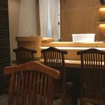 SUSHI TOKYO TEN、 新宿ニュウマン店 - Sushi Tokyo Ten 店内