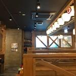 宮崎県日南市 塚田農場 - テーブル席、小上がり席ございます店内です。