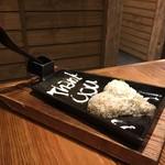 宮崎県日南市 塚田農場 - 炭火焼で出た鳥の脂で炒めたご飯、サービスです。