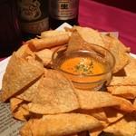 リトモ ディ ブリブリブッスン - サルサチップHotチェダーチーズソース