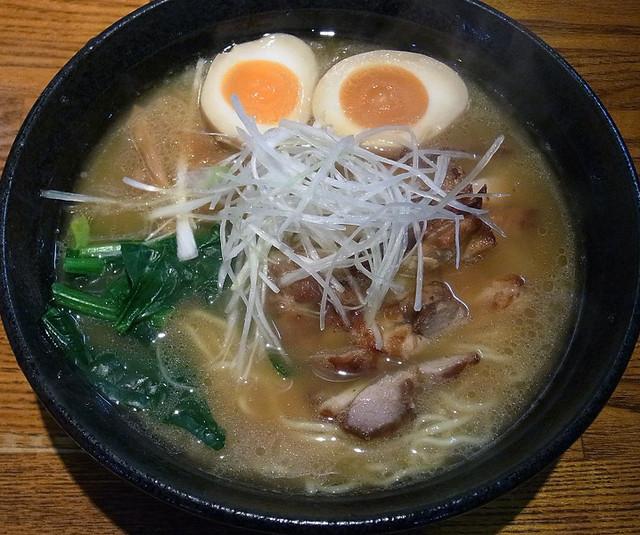 麺処 鳴神 - 白湯しょう油味玉らーめん 780円