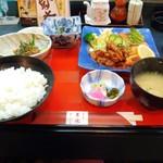 60226394 - 牛肉の生姜焼きとワラサとイカの唐揚げ定食