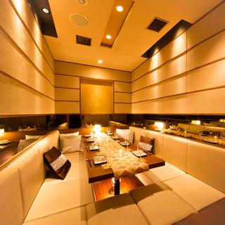 ◆寛ぎの個室空間◆開放感のある店内♪貸切は最大180名様まで